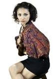 Kvinna med kläder traditionella indonesia som les. Royaltyfri Foto