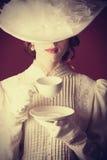 Kvinna med kopp te Fotografering för Bildbyråer