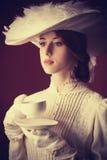 Kvinna med kopp te Royaltyfri Foto