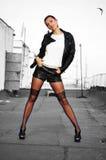 Kvinna med långa sexiga ben Royaltyfria Foton