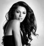 Kvinna med långt hår för skönhet Arkivbilder