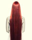 Kvinna med långt rött hår Arkivbild