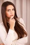 Kvinna med ljus makeup och rhinestones royaltyfri fotografi