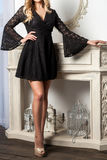Kvinna med lockigt hår i en klänning arkivbilder