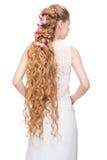 Kvinna med lockigt långt hår Royaltyfria Bilder