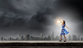 Kvinna med lyktan Fotografering för Bildbyråer