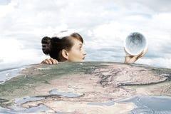 Kvinna med månen Fotografering för Bildbyråer
