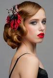 Kvinna med makeup och frisyren royaltyfri foto