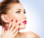 Kvinna med manicuren arkivfoto
