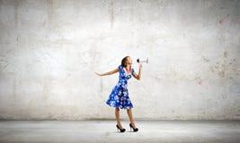 Kvinna med megafonen Royaltyfria Foton