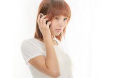 Kvinna med mobiltelefonen Royaltyfri Fotografi