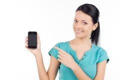 Kvinna med mobiltelefonen. Royaltyfri Foto