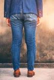 Kvinna med modejeans Royaltyfria Bilder
