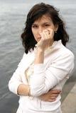 Kvinna med pärlor Arkivfoto