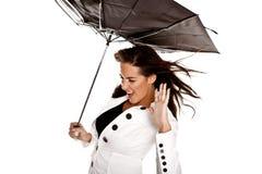 Kvinna med paraplyet. Arkivfoton