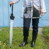Kvinna med paraplyet Arkivfoton
