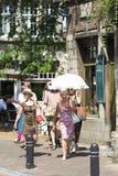 Kvinna med paraplyet fotografering för bildbyråer