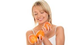 Kvinna med persimmons Arkivfoton