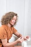Kvinna med pharmaceuticals Fotografering för Bildbyråer
