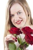 Kvinna med röd roses.GN Arkivbild