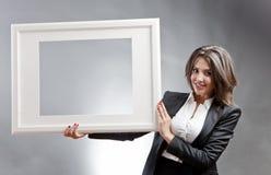 Kvinna med ramen Royaltyfria Bilder