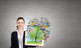Kvinna med ramen Fotografering för Bildbyråer