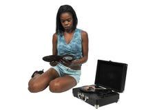 Kvinna med rekordet för vinyl 45 Royaltyfria Foton