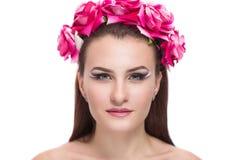 Kvinna med rosor på huvudet Arkivfoton