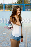 Kvinna med rullskridskor Royaltyfria Bilder