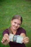 Kvinna med schweizisk francanmärkningen royaltyfri foto