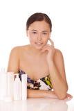 Kvinna med skönhetsmedel för skincare Fotografering för Bildbyråer