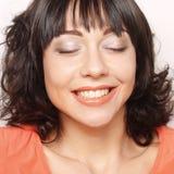 Kvinna med stort lyckligt leende Arkivfoton
