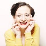 Kvinna med stort lyckligt leende Royaltyfri Fotografi