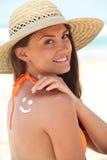 Kvinna med sunscreen Royaltyfri Foto
