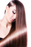 Kvinna med sunt långt hår royaltyfria bilder