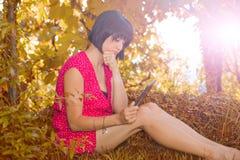 Kvinna med tableten Fotografering för Bildbyråer
