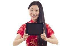 Kvinna med TabletPC Royaltyfri Foto