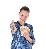 Kvinna med tangenter och pengar. Arkivbild