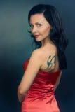 Kvinna med tatueringen Fotografering för Bildbyråer