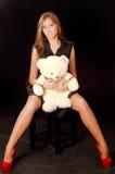 Kvinna med teddybear Royaltyfri Fotografi