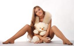 Kvinna med teddybear Royaltyfria Bilder