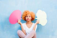 Kvinna med thoughful bubblor Arkivbilder