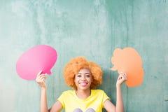 Kvinna med thoughful bubblor Royaltyfri Bild