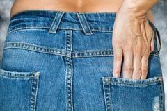 Kvinna med topless jeans Arkivfoto