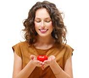 Kvinna med Valentine Heart Royaltyfria Bilder