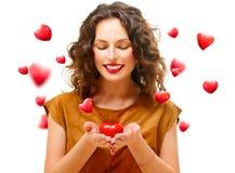 Kvinna med Valentine Heart Royaltyfri Fotografi