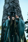 Kvinna-medicinman med horn Royaltyfri Foto