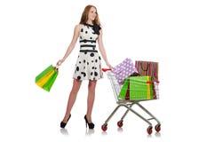 Kvinna, når att ha shoppat i den isolerade supermarket Arkivbilder