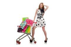 Kvinna, når att ha shoppat i den isolerade supermarket Royaltyfri Foto