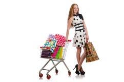 Kvinna, når att ha shoppat i supermarket Arkivbilder
